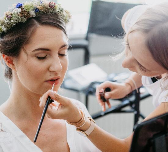 Hochzeitsstyling/Brautmake-up/Brautfrisur